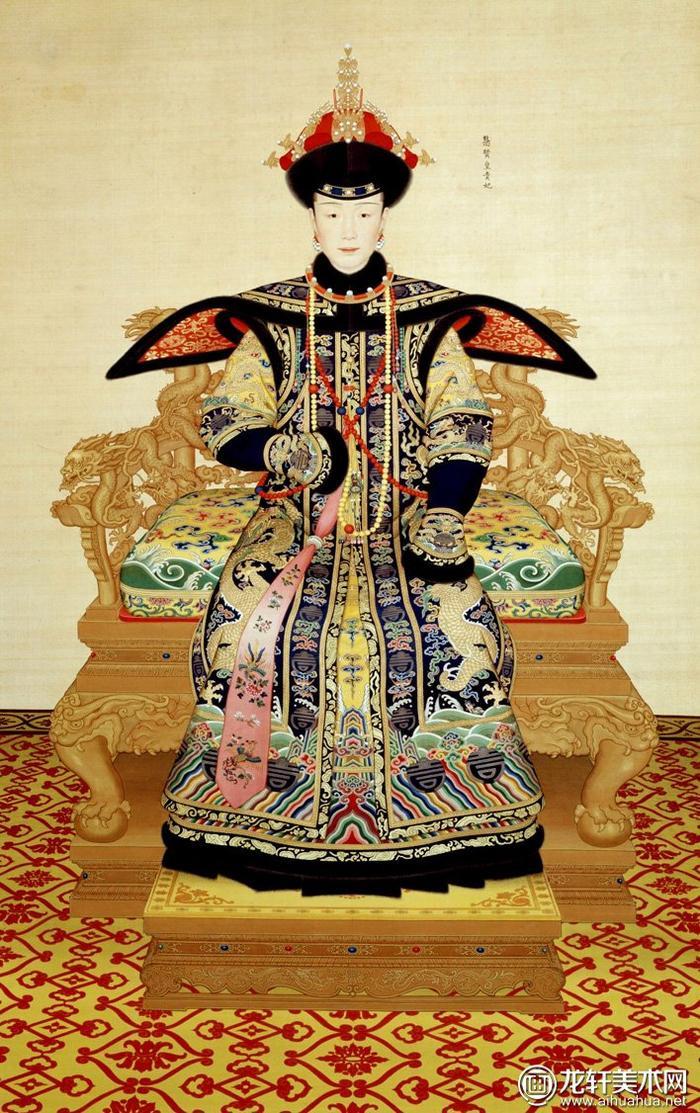 Tuệ Hiền Hoàng Quý phi Cao Giai thị trong triều phục mùa đông. Bà sử dụng triều châu từ mật phách có màu vàng mật. Số lượng đông châu đính trên triều quan của Hoàng Quý phi cũng ít hơn Hoàng hậu. Chỉ một vài chi tiết rất nhỏ thôi cũng đã phân biệt giữa Hoàng hậu và Hoàng Quý phi…