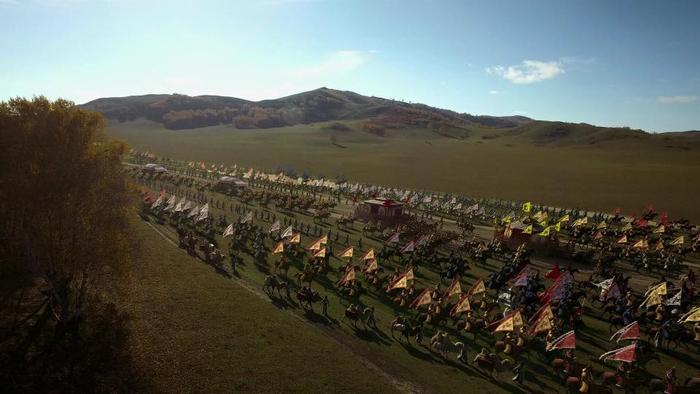 Đại cảnh hoành tráng với binh lính từ Mãn châu Bát kỳ.