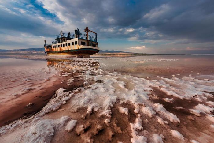 Con sông tràn ngập muối ở hồ Urmia. Đâylà bức ảnh đạt giải nhất cuộc thi của nhiếp ảnh giaSaeed Mohammaszadeh.