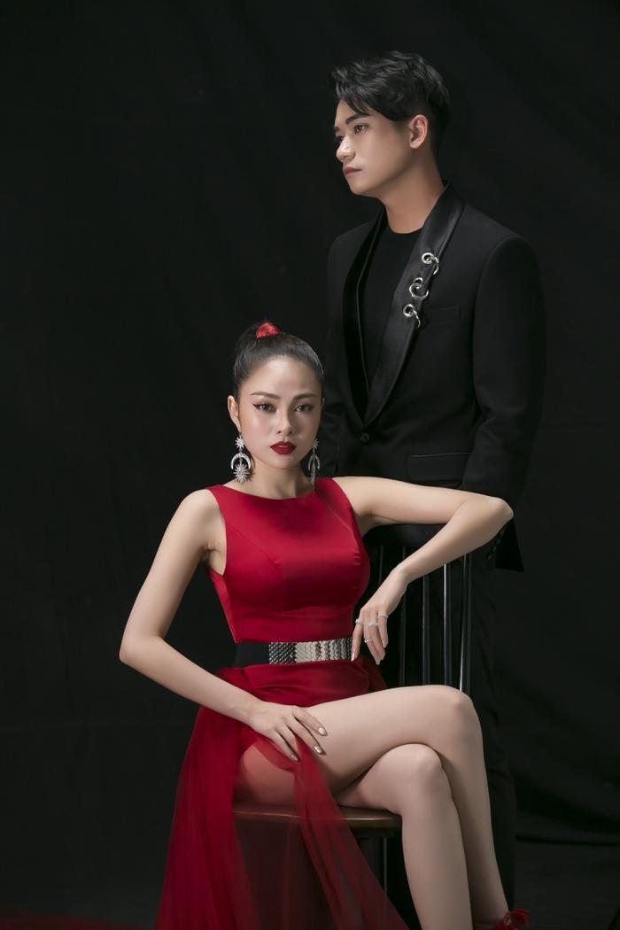 Lưu Hiền Trinh đội Tóc Tiên cũng là một nhân tố gây bất ngờ với khán giả khi tung sản phẩm solo và có sự kết hợp với chàng hot boy Team Noo - Kim Samuel trong MV Ai nói dối nhận đi.