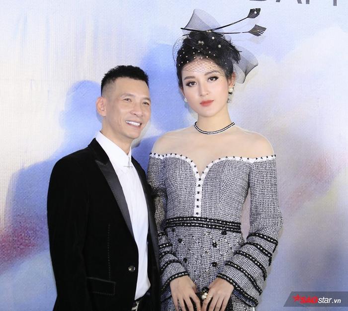 Á hậu Huyền My khoe sắc tại sự kiện cùng với NTK Kenny Thái