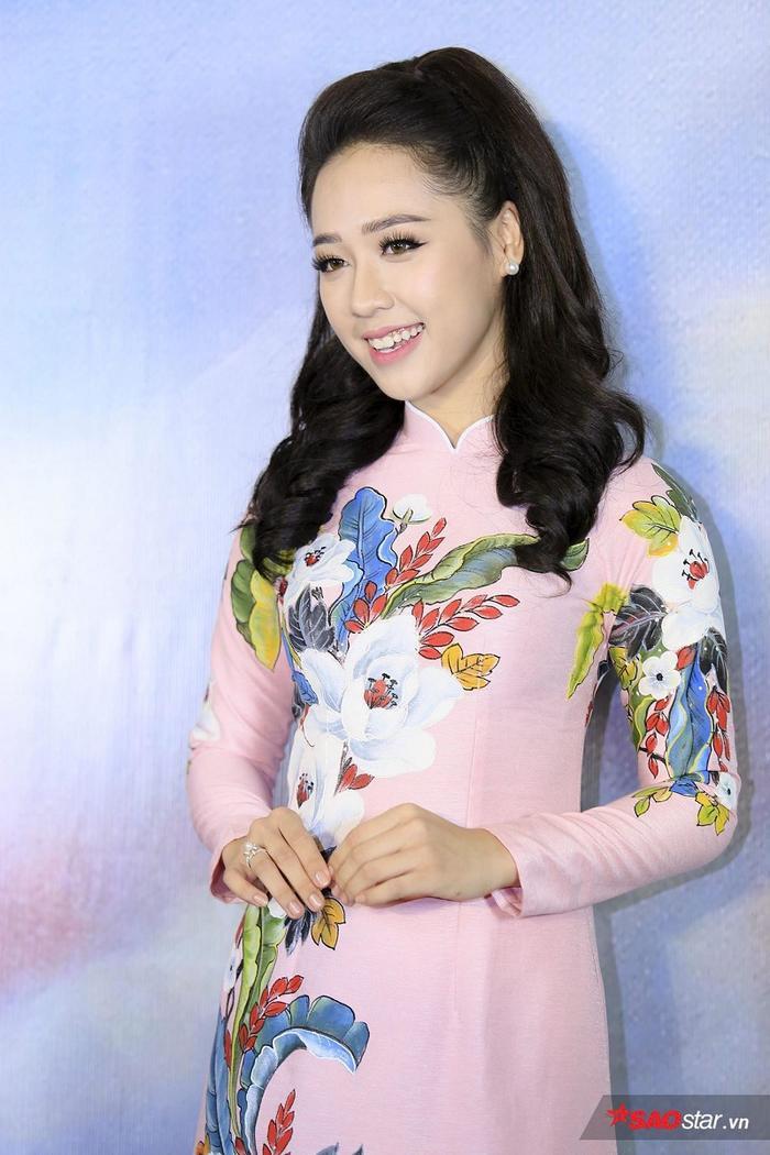 Top 15 HHVN 2018 Phạm Ngọc Hà My duyên dáng với áo dài họa tiết hoa