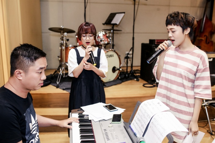 Hai giọng ca chủ lực của The Voice 2018 tập trung hết cỡ cho buổi tập.