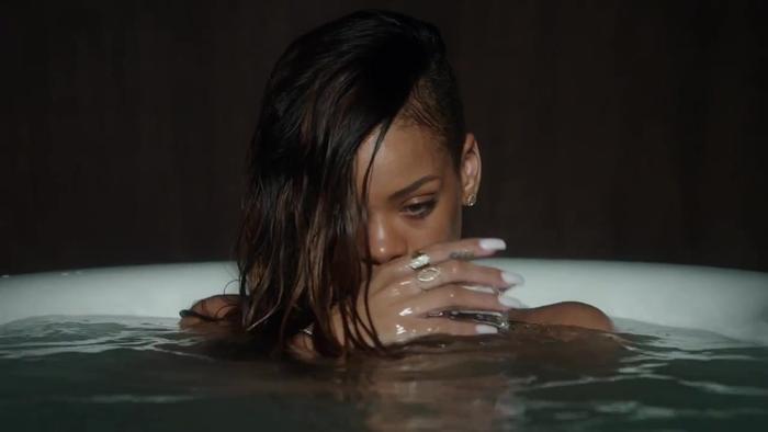 MV Stay của Rihanna…