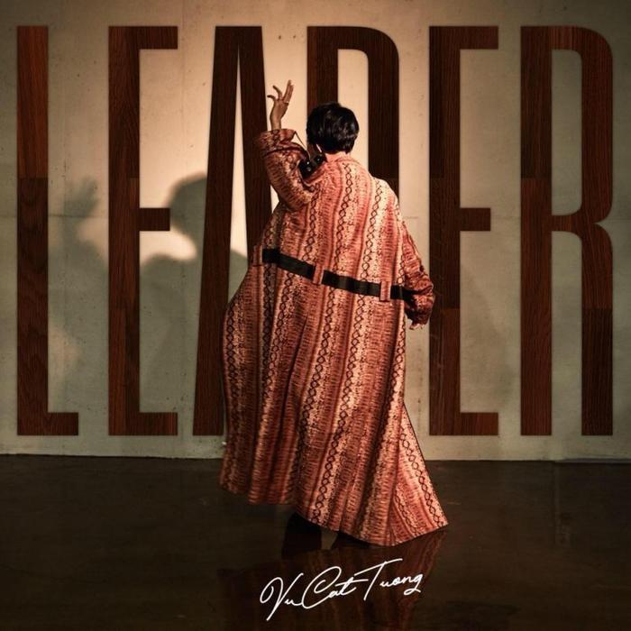 Hình ảnh như chụp cho 1 tạp chí thời trang trên cover teaser của Vũ Cát Tường.