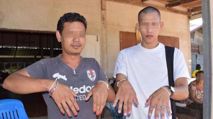 Đàn ông trong làng đua nhau sơn móng tay để trừ ma nữ. Ảnh: Sanook