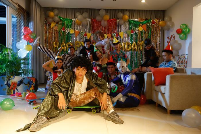 MV chính thức sẽ được phát hành trên kênh YouTube vào ngày 10/10.