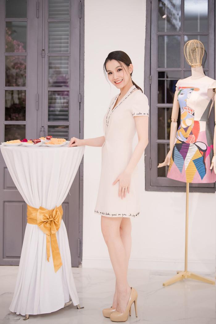Nhan sắc Hoa hậu Hoàn vũ đầu tiên của Việt Nam Thùy Lâm bây giờ ra sao?