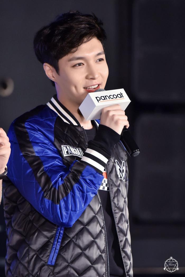 Điểm mặt 27 sao Hoa và Hàn sở hữu má lúm duyên khiếm fan điêu đứng ảnh 11