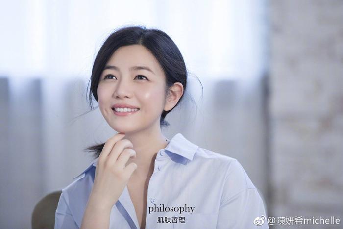 Điểm mặt 27 sao Hoa và Hàn sở hữu má lúm duyên khiếm fan điêu đứng ảnh 19