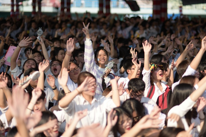 Sinh viên Văn Lang ai nấy cũng đều vui tươi, hào hứng