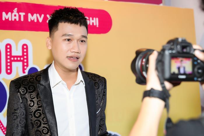 Xuân Nghị trong buổi họp báo ra mắt MV đầu tay của chính mình.