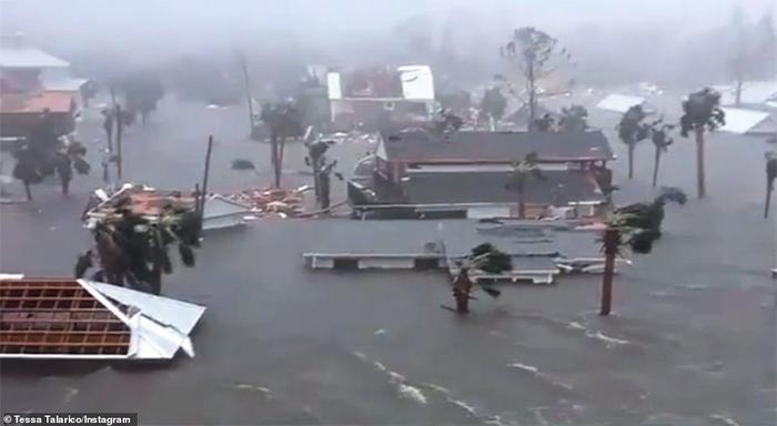 Bão đem theo mưa lớn làm ngập nhiều ngôi nhà. Ảnh: Instagram