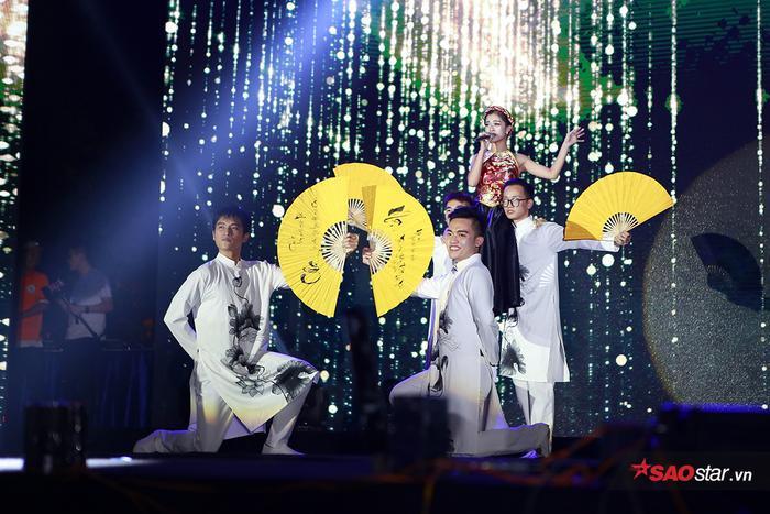 Phương Ly cùng hàng nghìn sinh viên ĐH Hà Nội quẩy hết mình trong đêm Đại nhạc hội chào lính mới ảnh 10