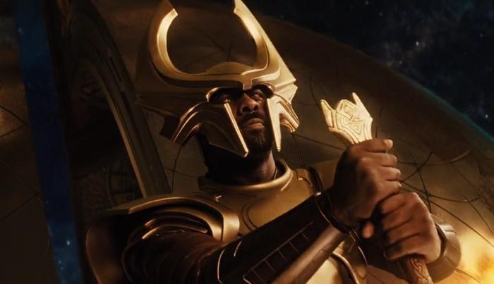 Bộ trang phục cầu kỳ khiến Idris Elba bất lực trong Thor.