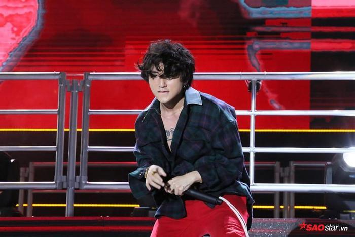 Sơn Tùng tiếp tục mang bản hit Nắng ấm xa dần phiên bản Remix mới toanh gửi tặng khán giả thủ đô.