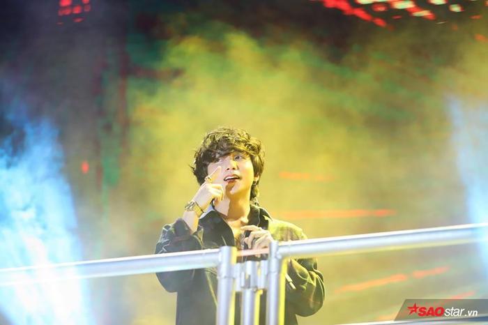 Từng phần trình diễn của Sơn Tùng là sự reo hò không ngớt của người hâm mộ.