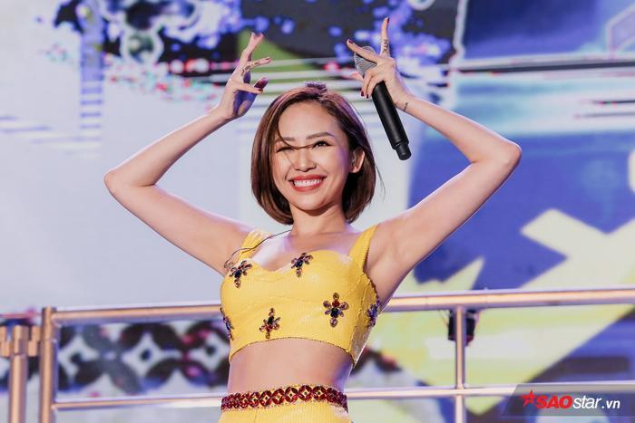 Người hâm mộ thủ đô vô cùng thỏa mãn với sân khấu của Tóc Tiên.