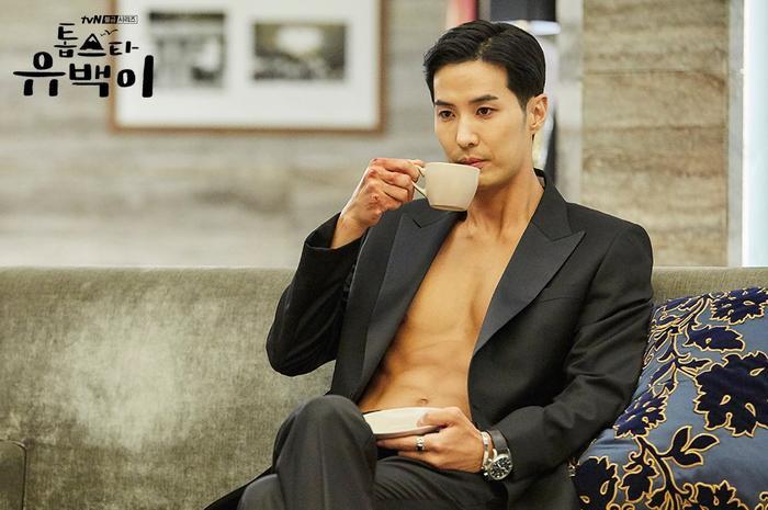 Kim Ji Suk khiến fan đứng ngồi không yên với màn khoe body cực hấp dẫn