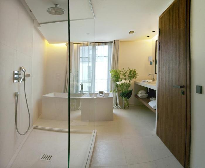 Nhà tắm được thiết kế theo 2 tông màu trắng đen cực kỳ ấn tượng. Đây là phòng có tông trắng trang nhã.