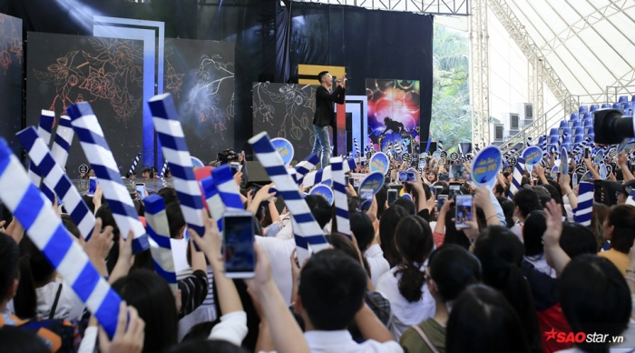 Rất đông người hâm mộ đã đến tham gia sự kiện đặc biệt này.