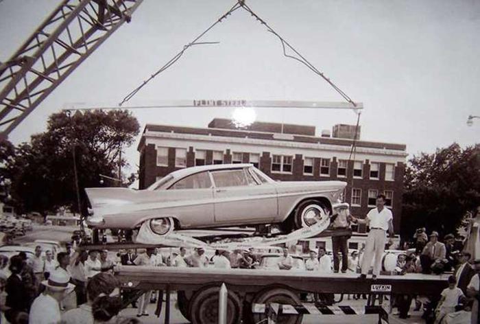 Đem siêu xe đi chôn để 50 năm sau thành kho báu, nhưng khi đào lên thì ai cũng hết hồn ảnh 0