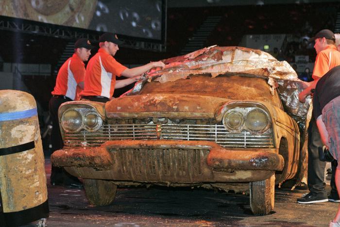 Đem siêu xe đi chôn để 50 năm sau thành kho báu, nhưng khi đào lên thì ai cũng hết hồn ảnh 4