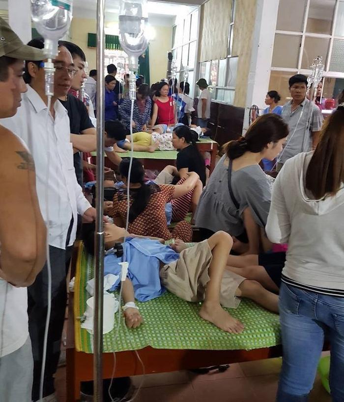 Nhiều học sinh phải nhập viện cấp cứu.