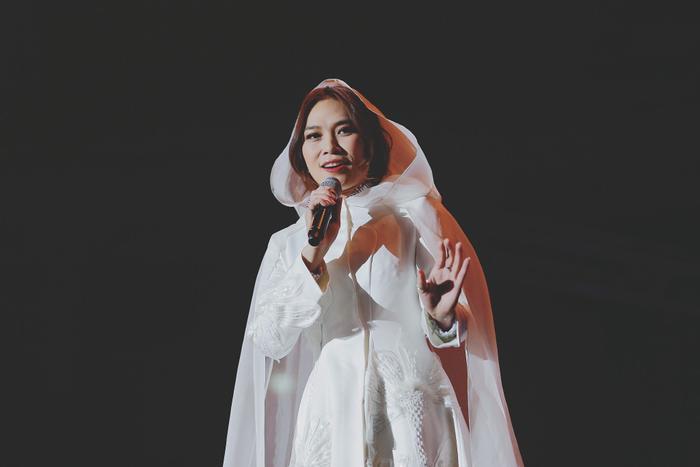 Hé lộ về chiếc áo dài lấp lánh tựa sao trời giúp chị đại Mỹ Tâm chiếm trọn tim khán giả Hàn Quốc ảnh 9