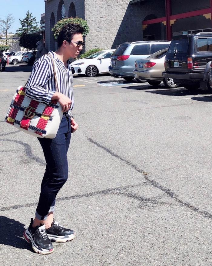 Túi Gucci và giày của Balenciaga, tủ đồ của anh không thiếu bất kỳ items nổi tiếng nào.