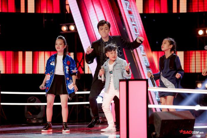 Soobin Hoàng Sơn đã phải lên sân khấu đọ vũ đạo với học trò Anh Tuấn vì phong cách của cả 2 quá giống nhau.