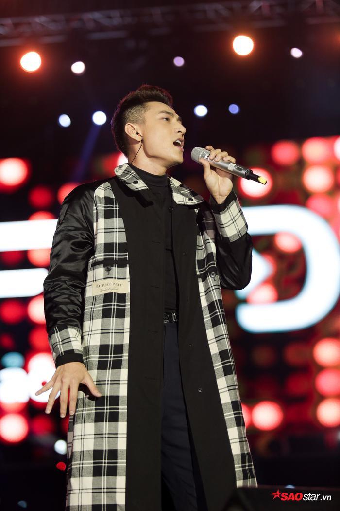 Tóc Tiên bắn rap điên đảo, debut stage #KAHEDA cùng Soobin Hoàng Sơn gia nhiệt đêm nhạc khủng ảnh 12