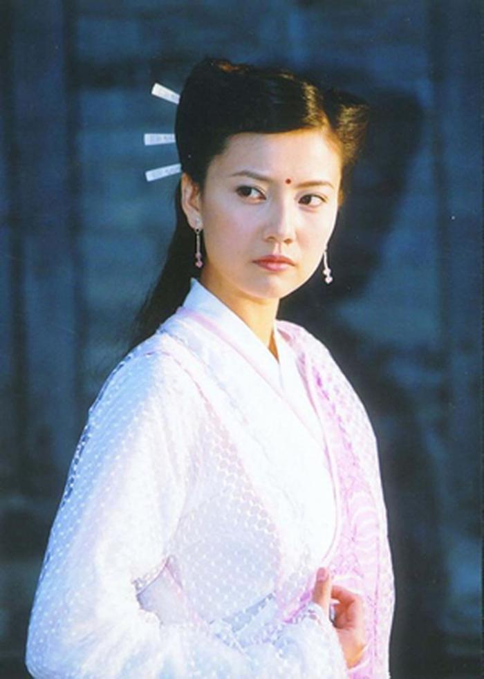 13 bông hồng tuyệt sắc giai nhân trong loạt phim võ thuật của Kim Dung (P.1) ảnh 2