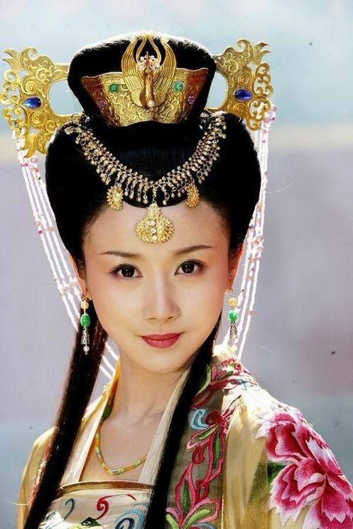 13 bông hồng tuyệt sắc giai nhân trong loạt phim võ thuật của Kim Dung (P.1) ảnh 12