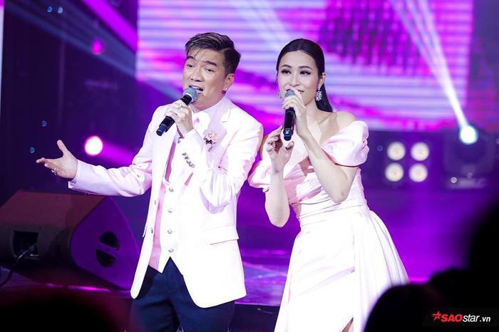 Đây là lần đầu tiên Mr. Đàm có sự kết hợp cùng nữ ca sĩ Đông Nhi trên một sân khấu.