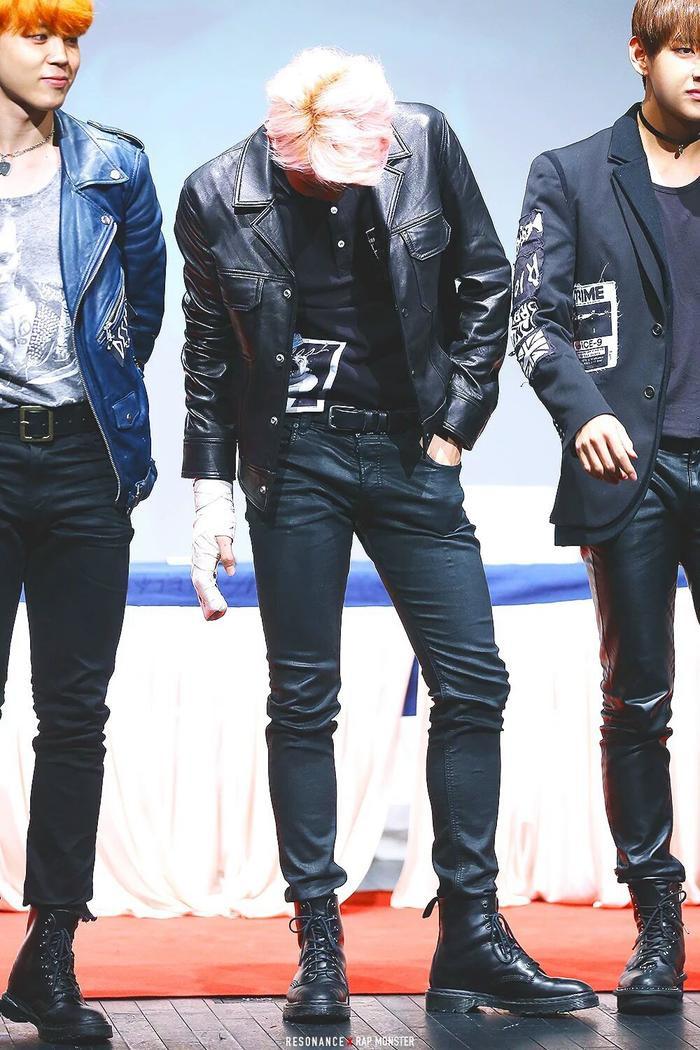 Top idol Kpop có đôi chân dài 'ăn tiền', vừa dài vừa thon, đố ai có thể rời mắt