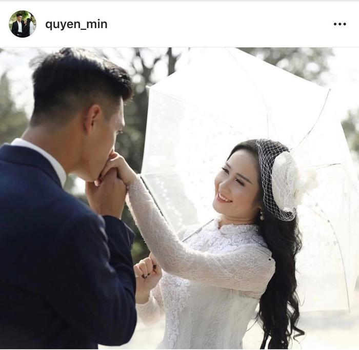 Có thể dễ dàng nhận ra bạn gái của Tiến Linh rất xinh đẹp và quyến rũ.