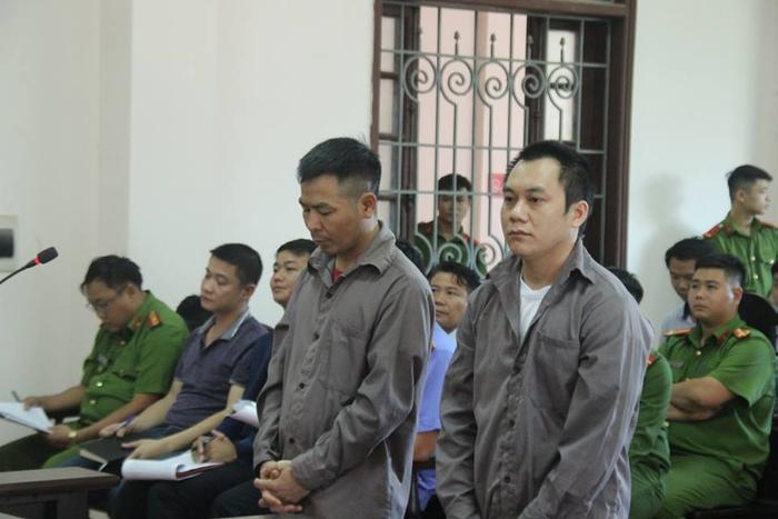 Ngô Văn Sơn (trái) và Lê Ngọc Hoàng tại phiên tòa ngày 2/11.