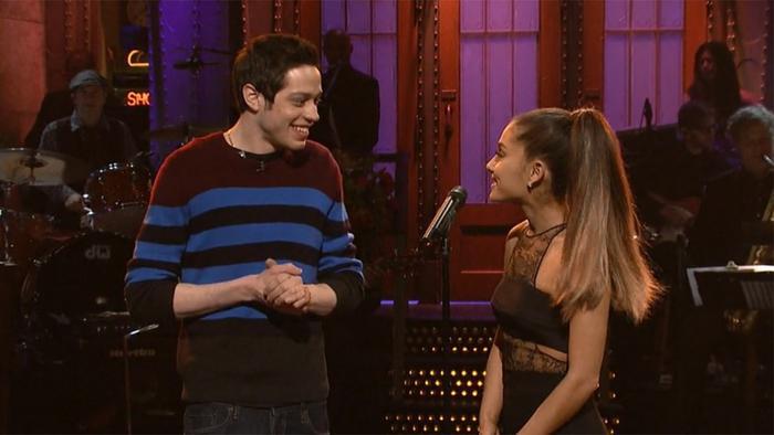 Ariana Grande đã có mối tình chóng vánh tựa cơn mưa rào cùng diễn viên hài Pete Davidson.