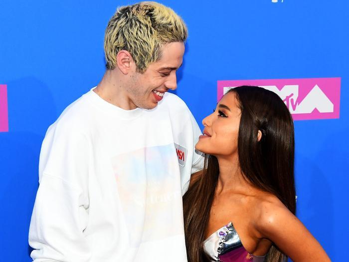 Đính hôn chỉ sau 10 ngày hẹn hò và hứa hẹn sẽ kết hôn trong năm 2019, Ariana có phải đã quá vội vàng?