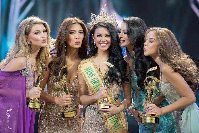 … và y như rằng, Ariska Putri giành vương miện hoa hậu.
