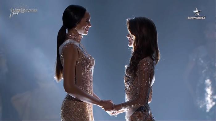 Miss Universe 2016: Mỹ nhân Haiti được nắm tay…