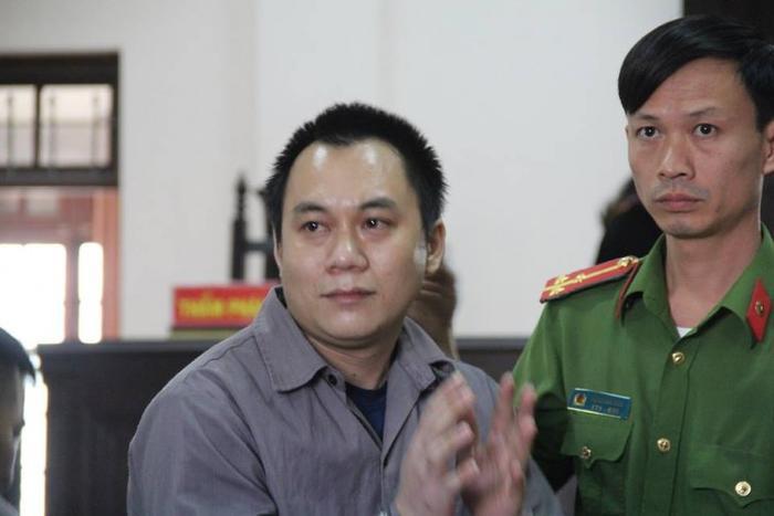 Tại toà, bị cáo Hoàng nói sau khi án sơ thẩm tuyên 9 năm tù, anh đã mất niềm tin vào sự thật. Có lần, bị cáo đâm đầu vào tường trại giam tự sát nhưng được cảnh sát cấp cứu.