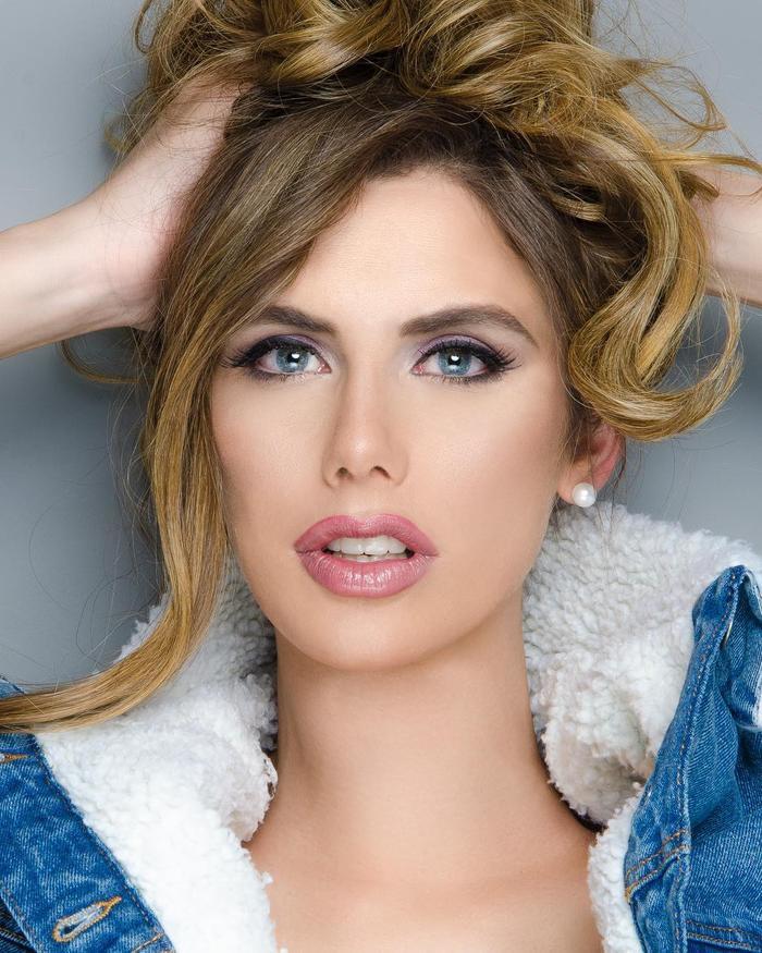 Về nhan sắc lẫn ngoại hình, tuy là người chuyển giới nhưng từng đường nét gương mặt của mỹ nhân này rất mềm mại, sắc sảo, nóng bỏng. Đây là vẻ đẹp mà cuộc thi Miss Universe rất ưa chuộng.