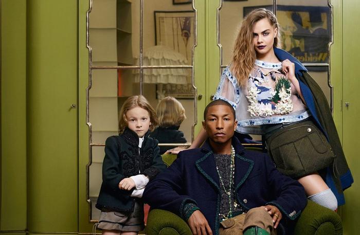 Pharrell Williams và Cara Delevingne xuất hiện trong bộ ảnh chiến dịch quảng cáo Métiers d'art Paris-Salzburg 2014/15 của thương hiệu Chanel.