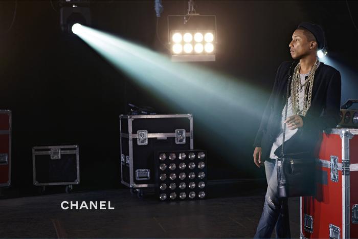 Pharrell Williams từng là gương mặt chính trong chiến dịch quảng bá dòng túi xách Chanel Gabrielle.
