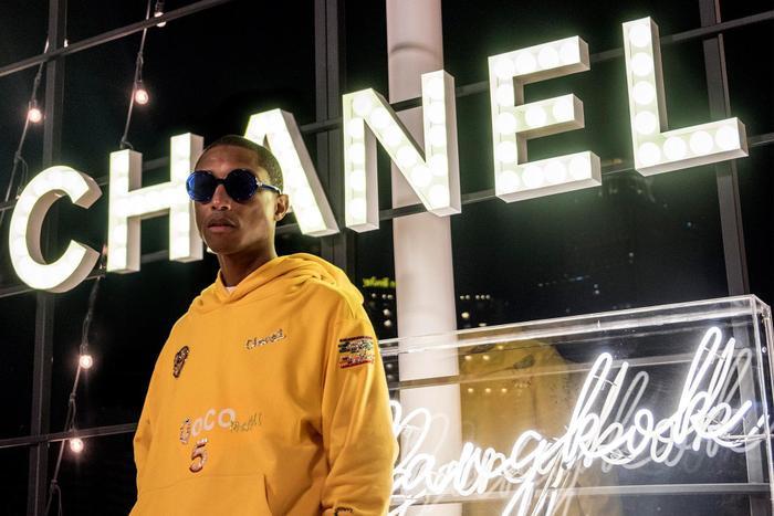 Pharrell Williams sẽ là nghệ sĩ kết hợp cùng Chanel trong bộ sưu tập mới ra mắt vào mùa Xuân năm 2019.