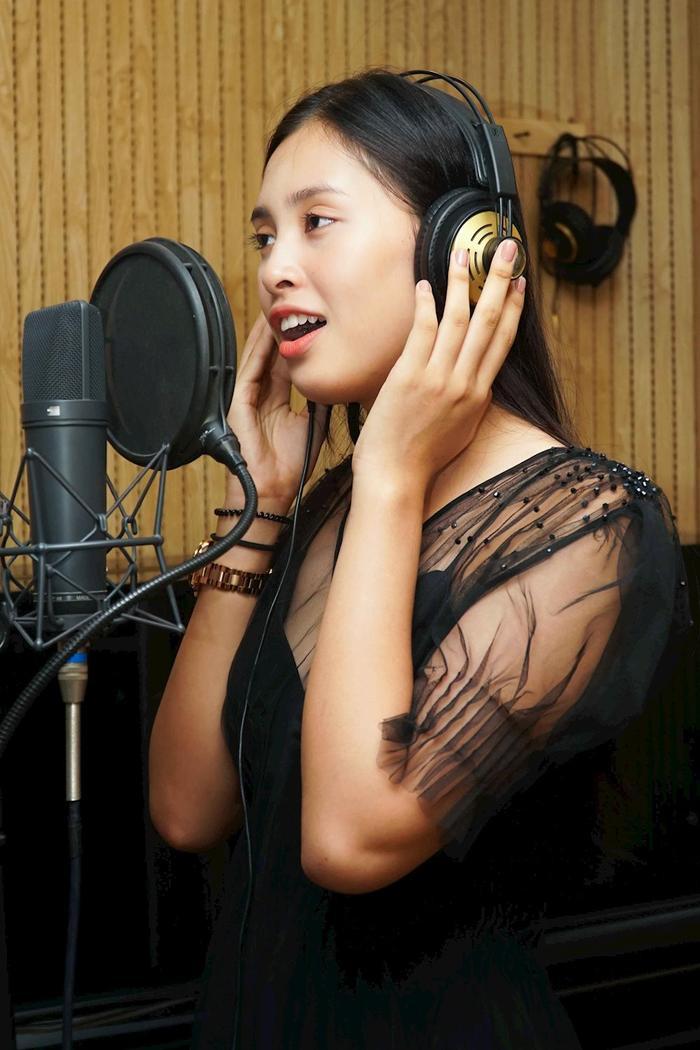 Hiện tại, Tiểu Vy đang tích cực trau dồi để sẵn sàng tham gia Miss World 2018.