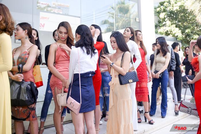 Ngày tuyển sinh đầu tiên của The Tiffany Vietnam quy tụ số lượng thí sinh đông đảo với diện mạo chỉn chu và phong thái tự tin.