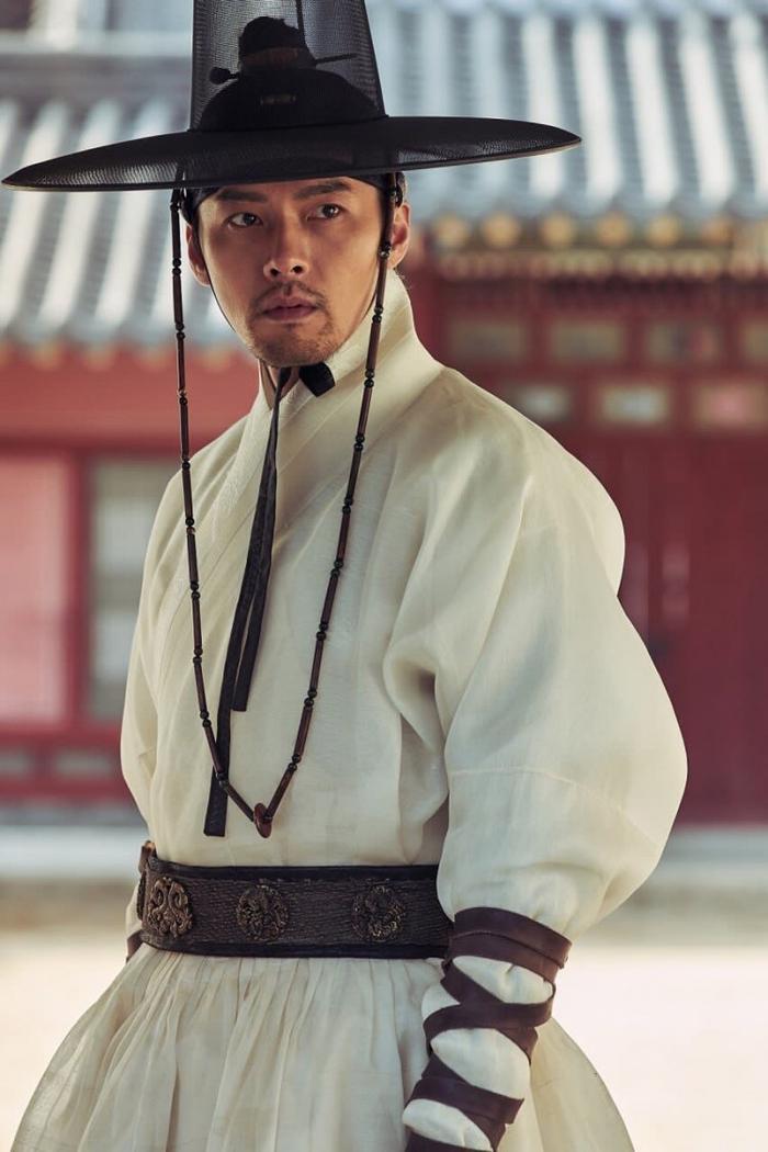 Lee Chung trở về hoàng cung theo di nguyện của anh trai, cố gắng đưa Kính tần an toàn về nhà Thanh.